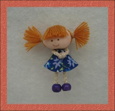prendedor o broche con muñecas miniatura prendedor muñecas tela piel de angel,cordon,pintura para tela pintura en tela,costura manual