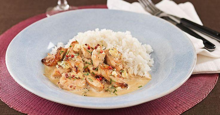Jättegott recept på krämig gryta med kyckling. Ädelosten gifter sig väl med rosmarin, rosépeppar och sötman från portvinet.