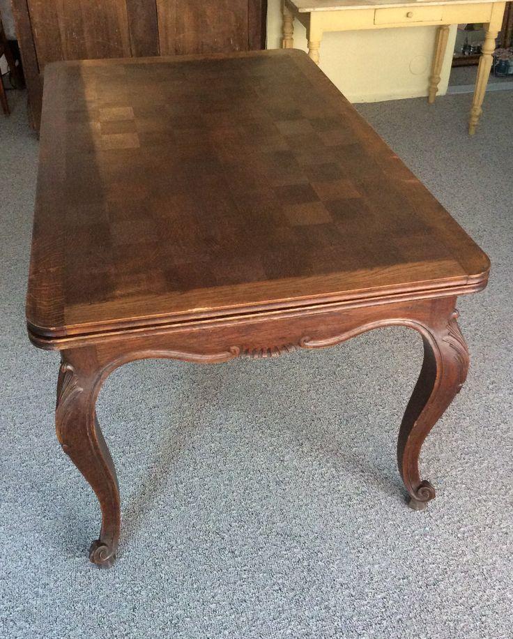 jatkettava puupöytä . shakkilautapinta . koristeelliset jalat . syvyys 94 . leveys 155 (+2x50cm) . korkeus 74cm . @kooPernu