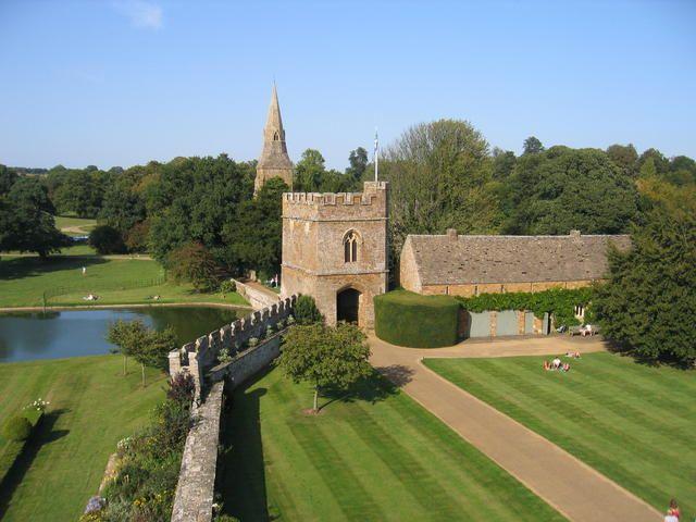 Broughton castle1 - Broughton Castle - Wikipedia, the free encyclopedia