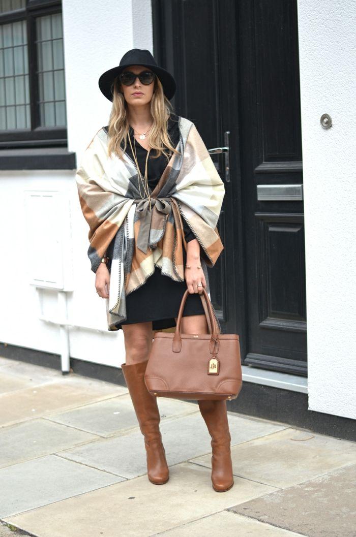 e703fbbc70 bottes cognac, sac couleur noisette, manteau poncho tricolore, robe noire,  chapeau avec