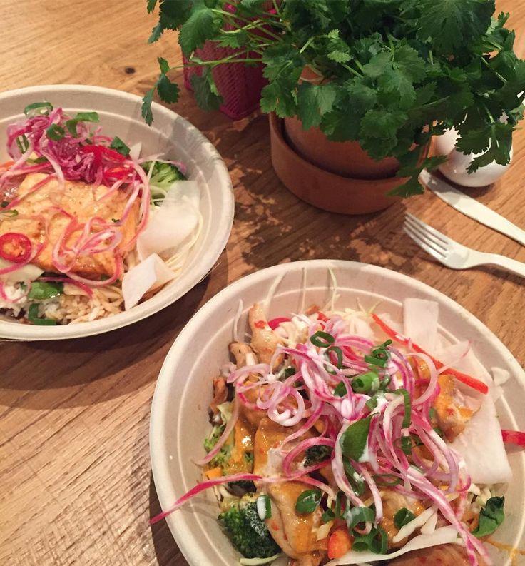 Vi startar detta konto med den godaste lunchen!! Laxsallad med sweet & sour sås från Icha Icha i mos, mums😘😘😘