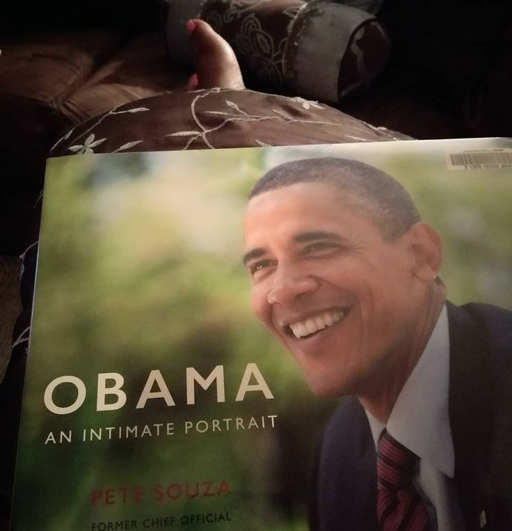 lll T H E G L O R Y D A Y S lll Oh how I missed the days of former president Barack Obama. Tonight's read Obama An Intimate Portrait by Pete Souza. One word four syllables....InCredible! #barackobama #barack #obama #potus #fortyfour #formerpotus #photographs #photography #melanin #mypresident #mypotus #mypresidentisblack #librarian #reading ##book #bookpusher #bookpeddler #bookstagram
