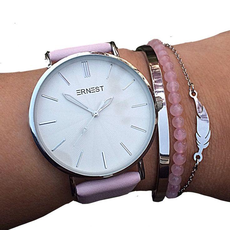 Mooie armbanden set Pink met horloge in Roze met 2 armbanden van RVS en in rozenkwarts. Horloge is van merk Ernest.