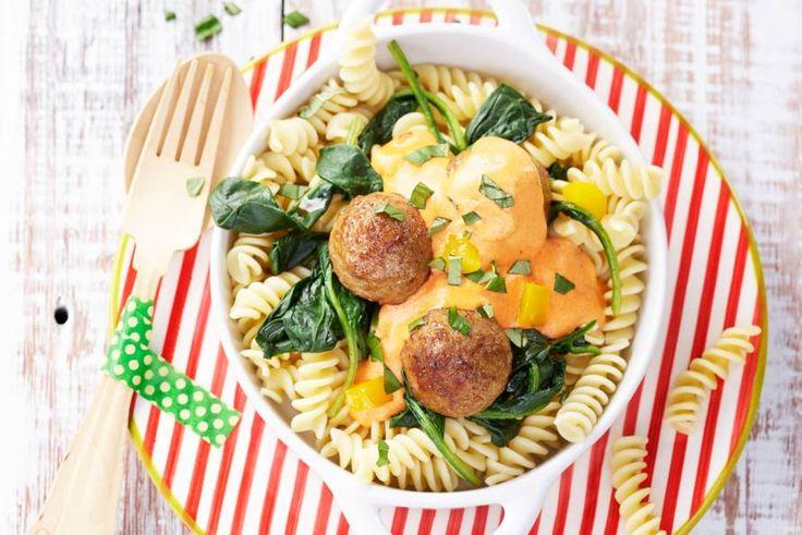 Ook de kleintjes smullen hiervan. Gehaktballetjes, tomatensaus, spinazie... mmm! - Recept - Allerhande