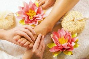 Ein Bad kann die Nägel schützen