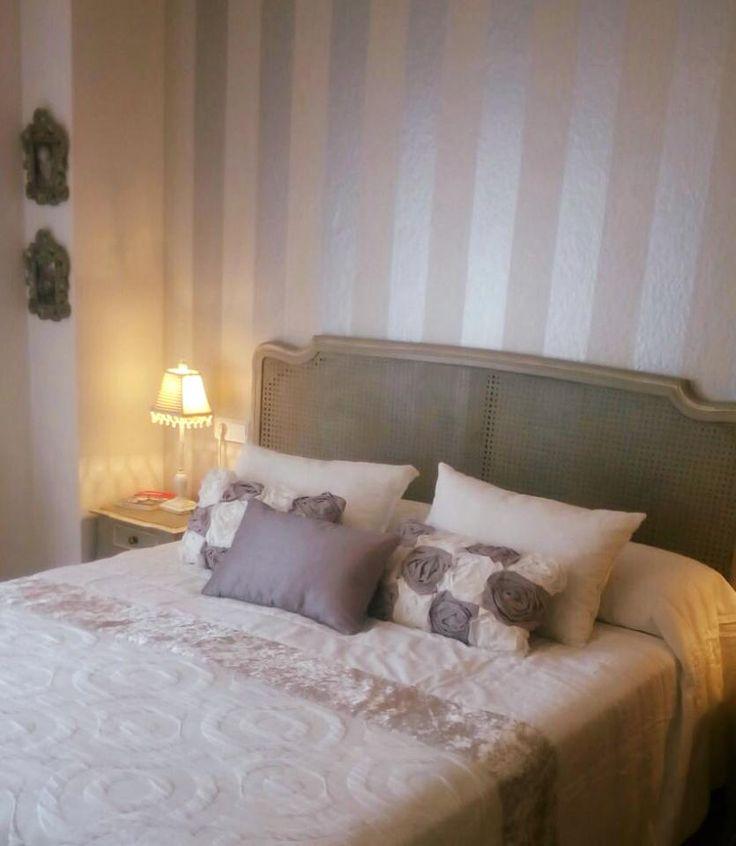 Qué sencillo y bonito ha quedado este dormitorio de nuestra cliente y amiga Maria ! Decorado por Voccara.