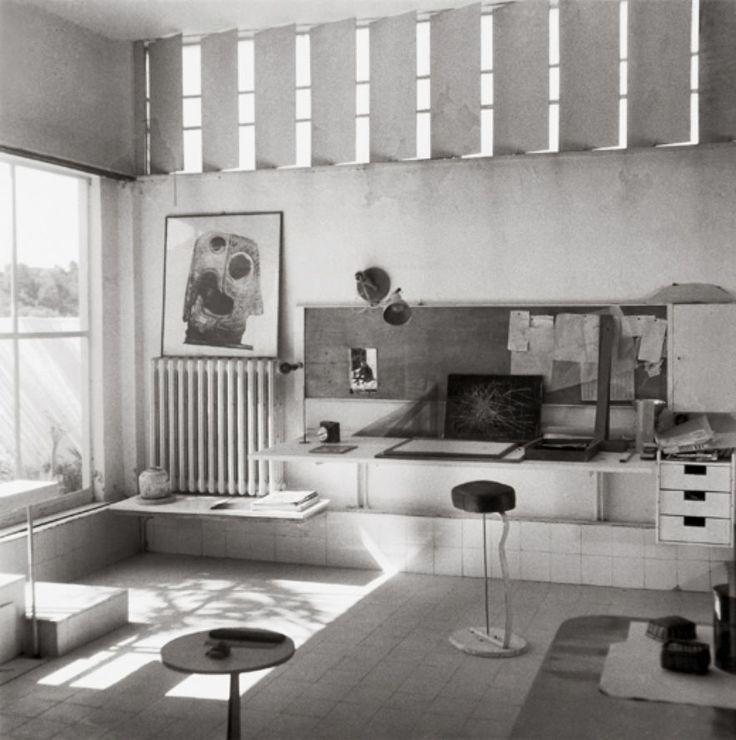 Eileen Gray, E 1027 Wohnraum mit Metallblenden. Design: Eine Frau, ein Haus   ZEITmagazin