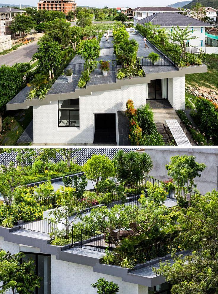 Gestufter Dachgarten mit Pflanzen und Bäumen