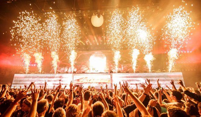 Родните почитатели на звездния DJ Армин ван Бюрен вече тръпнат в очакване на любимеца си.