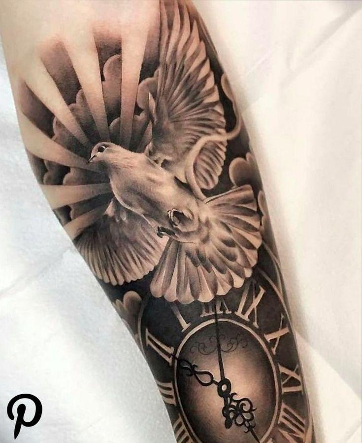 Tattoo mit Taube und Uhr mit Bedeutung Frieden   Flügel