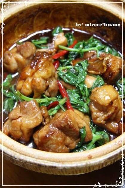 台湾では『三杯鶏』という家庭定番料理です♪ごま油、酒、醤油は1:1:1です♪にんにく、生姜、バジルの味が効いておいしい~