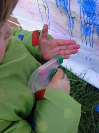 Spray Paint for Toddlers.Winnie loves to spray water, this would be even more fun