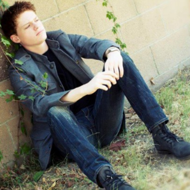 Sean Berdy is so gorgeous. Every time he appears on Switched at Birth, I get anxiety...