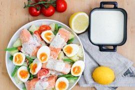 Ovnsbakt laks med lun potetsalat, egg og yoghurtdressing