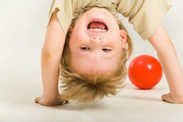 40 ИДЕЙ ДЛЯ СЕНСОРНЫХ ПЕРЕРЫВОВ ДЛЯ ДОШКОЛЬНИКОВ  Всем известно, что дети лучше учатся через движение и то, что они исследуют своими руками. Поэтому сенсорные перерывы в течение дня не только дают мозгам отдохнуть и расслабиться, но и улучшают жизненные навыки.  А для гиперактивных детей и детей с сенсорными расстройствами, они просто необходимы!  Как часто нужно делать сенсорные перерывы? Существует версия, что детям 3-9 лет нужно делать перерыв каждые 15 минут, а дети младше 3 лет не…