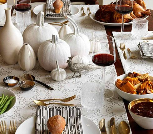 white thanksgiving table.Holiday, Painting Pumpkin, Thanksgiving Decor, Modern Rustic, Thanksgiving Centerpieces, Fall Tables, White Pumpkins, Thanksgiving Tables Decor, Thanksgiving Tables Sets