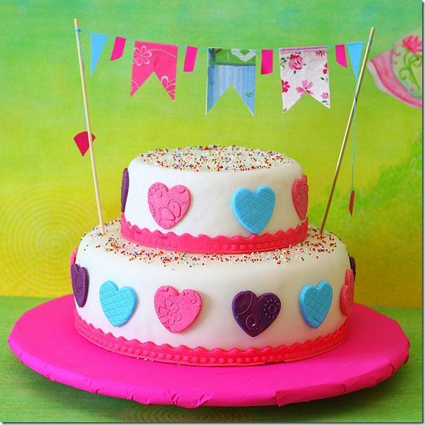 Torta di compleanno–Bandierine e Cuoricini