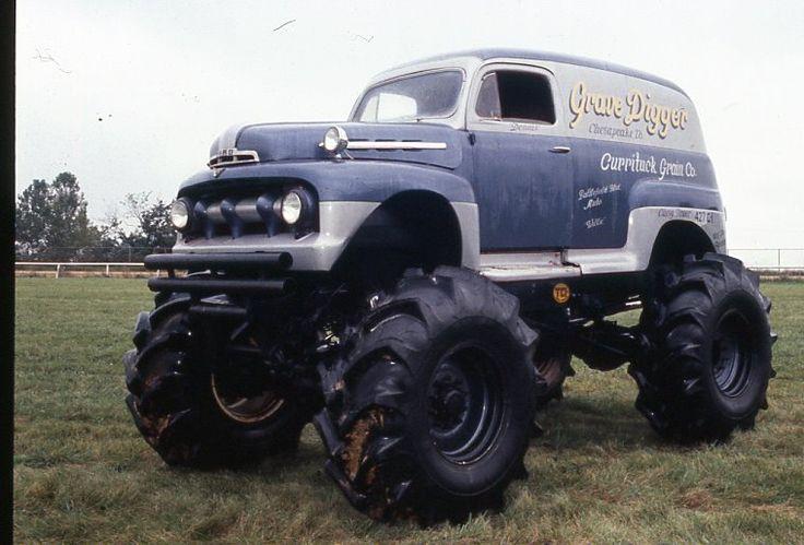 Like a vintage Grave Digger monster truck. Love it!