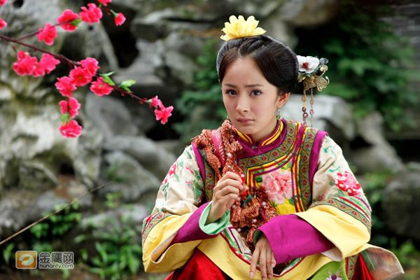 (Gong) Jade Palace Lockhart - Chinese period drama series. Main leads Yang Mi & Feng Xiao Feng in Qing dynasty Manchu costumes.