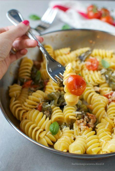 pasta con peperoncini verdi e salsiccia