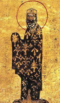 Αλέξιος Κομνηνός (1081-1118) Μικρογραφία από χειρόγραφο του 12ου αι. (Βατικανό, Biblioteca Apostolica). Όταν ο Αλέξιος ανήλθε στο θρόνο είχε να αντιμετωπίσει ποικίλους εχθρούς: Νορμανδούς από την Ιταλία, Κουμάνους και Πατζινάκες στα Βαλκάνια αλλά και Σελτζούκους Τούρκους στη Μ.Ασία. Με διπλωματικά και στρατιωτικά μέσα κατόρθωσε τελικά να απωθήσει τις εχθρικές επιδρομές και να εξασφαλίσει τη σταθερότητα στην αυτοκρατορία του.