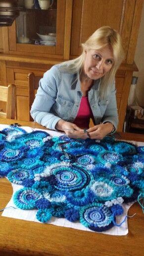 Werken aan mijn freeform vest. Volgen? facebook handmade by jenny jhn