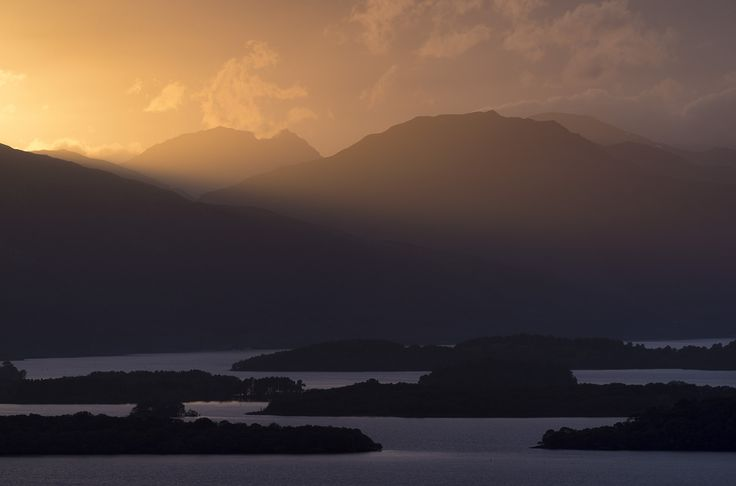 https://flic.kr/p/vSKL9o | Light and dark | Beinn Artair framed by the day's last light. Loch Lomond and its islands below in shadow.