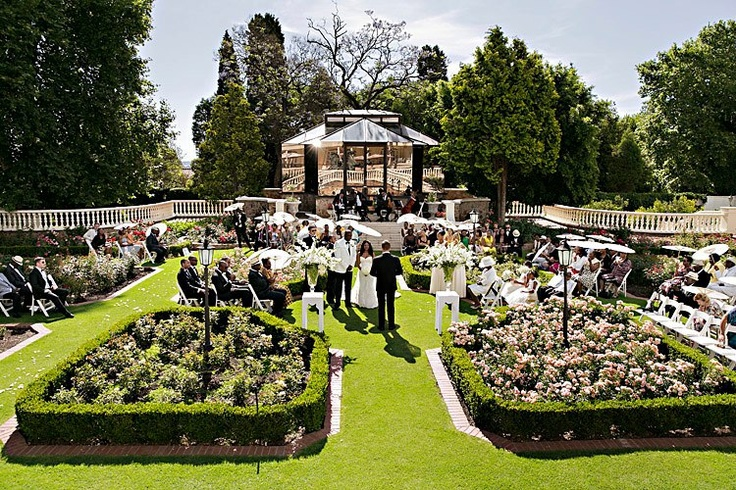 Mbali and Ainsley got married in the beautifully manicured gardens of Summer Place in Johannesburg with the reception following in the Apollo Room. Pre-drinks and tasty canapés were served on the lawn in front of the Summer House and the colour scheme of gold and creams were evident throughout, with even the wedding cake boasting gold petal icing detail. Thank you Christiaan David (www.christiaandavid.com) for the amazing photos.