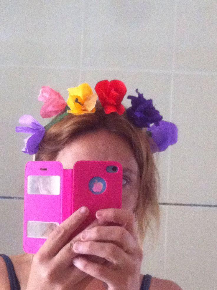 Corona de flores de papel