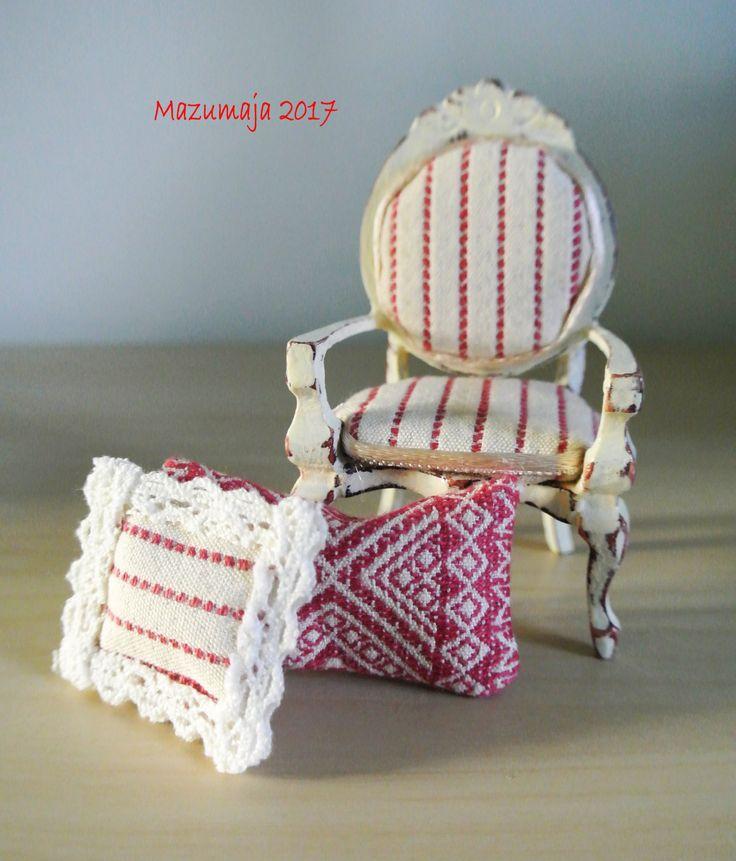 Casa delle bambole - Sedia Shabby Chic in miniatura con cuscini - Scala 1:12 di Mazumaja su Etsy