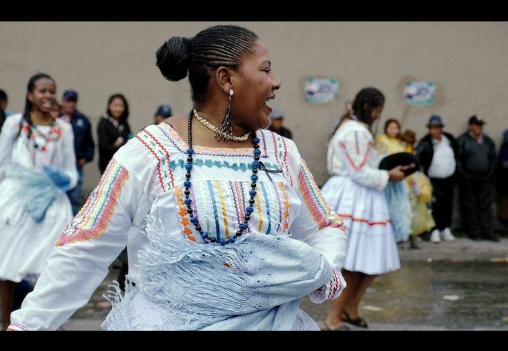 Saya au carnaval de La Paz. #trip #voyage #travel #traveling #despasdanse #danse #dance  #travelblog #travelgram #travelpics #bolivia #instravel #instapics #instablog #wanderlust #backpackers #backpackers_official #carnaval #lapaz