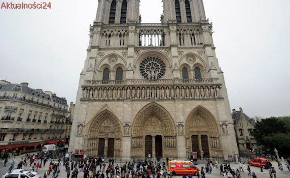 Napastnik zaatakował młotkiem policjanta w Paryżu