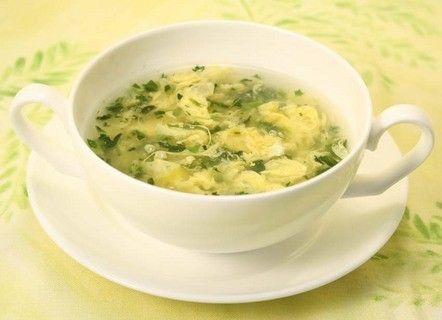 材料は、三島の『菜めし』と卵だけ。  忙しい朝にぴったりの簡単スープです。