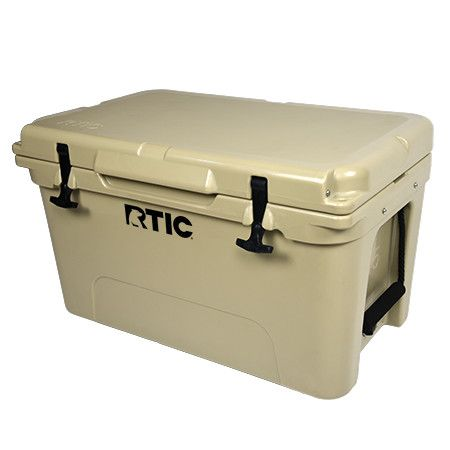 The RTIC 45 features recessed integrated side handles that are molded into the body of the cooler making for easy lifting of a fully loaded cooler in and out of vehicles or boats.