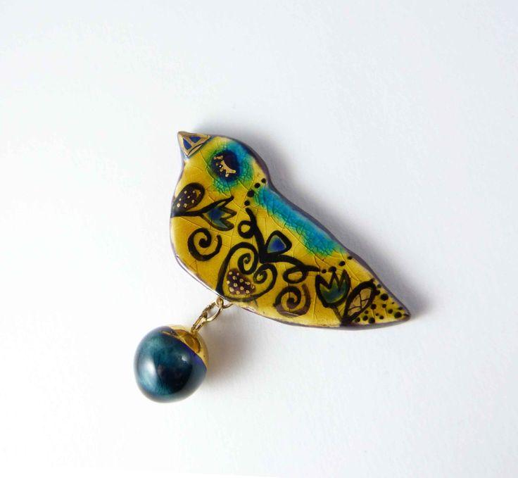 Ceramic brooch, multicolored  bird with gold. Broche céramique, oiseau multicolore et or. de la boutique Tanaart sur Etsy