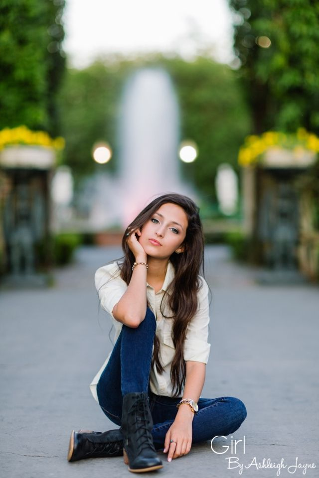 Senior Portrait / Photo / Picture Idea - Girls