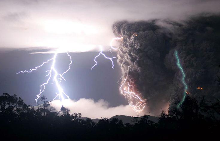 volcanoupi: Thunderstorms, Erupting Volcanoes, Nature, Natural Phenomena, Lightning Storms, Weather, Photo, Storms Cloud, Mothers Natural