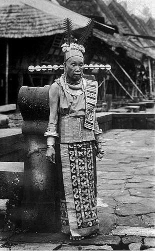 Simaetano Hili village lady - Nias