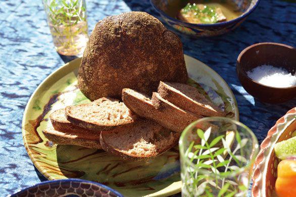 アリス・ウォータースのレシピで栄養豊富な天然酵母パンを焼く|話題のテレビ番組の料理本が登場 『アリスのオーガニックレシピ』|CREA WEB(クレア ウェブ)