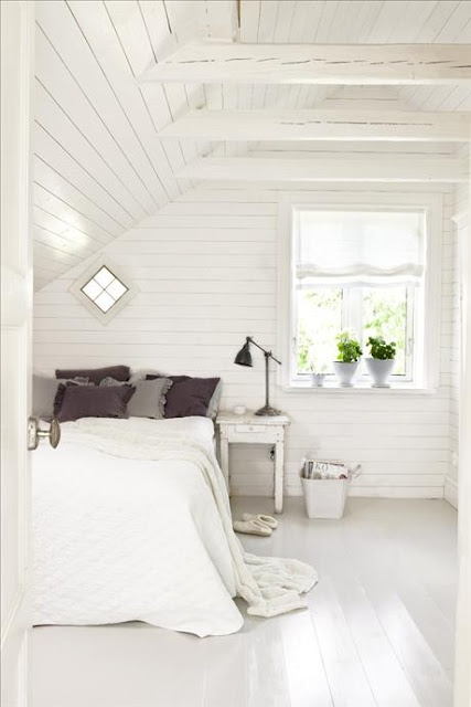"""I love the thoughts of an all white clutter free bedroom. Imagine the great dreams a gal could have here."" sökord: +hus +landet"