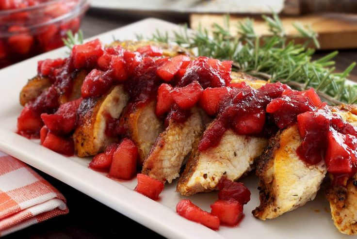 Love juicy and flavorful roasted turkey with a warm and fruity compote dribbled on top? This has got to be one of the easiest and best paleo recipes ever!