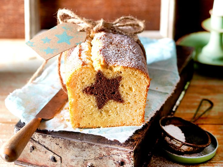 Der schöne Stern im Inneren des Kuchens begeistert alle an der Kaffeetafel. Aber wie ist er da reingekommen? Wir verraten dir den Trick