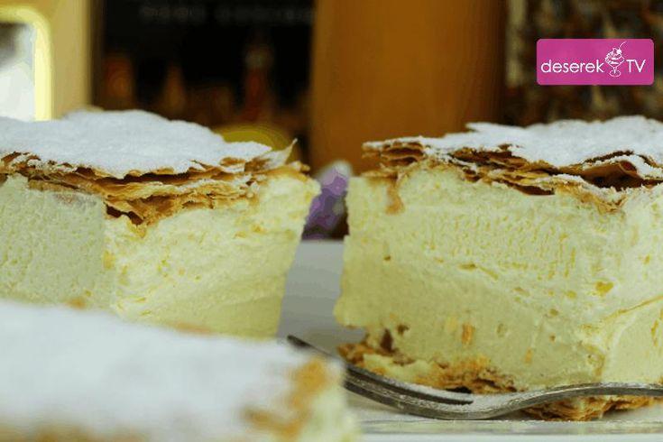 Kremówka przepis na fantastyczne ciasto Mega Kremowe. Przepisów na to smaczne ciasto jest bardzo wiele tak jak wiele jest wersji i odmian. Jest kremówka wadowicka, papieska, kremówka bez pieczenia. Dziś prosty przepis na Mega Kremówkę i Mega Kremową. Zobacz inne sprawdzone przepisy na smaczne ciasta i desery oraz ciasta bez pieczenia na naszej stronie