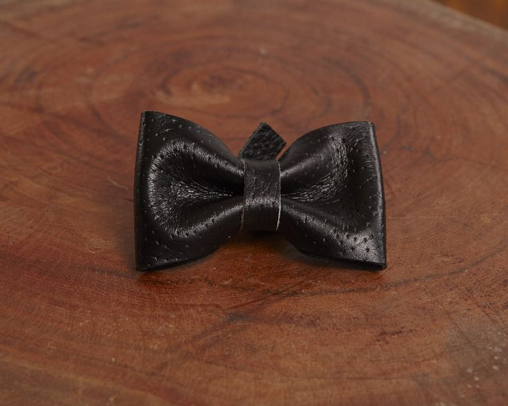 Mr. Black - Luxury leather bow accessory for dog leash | Signe Louka