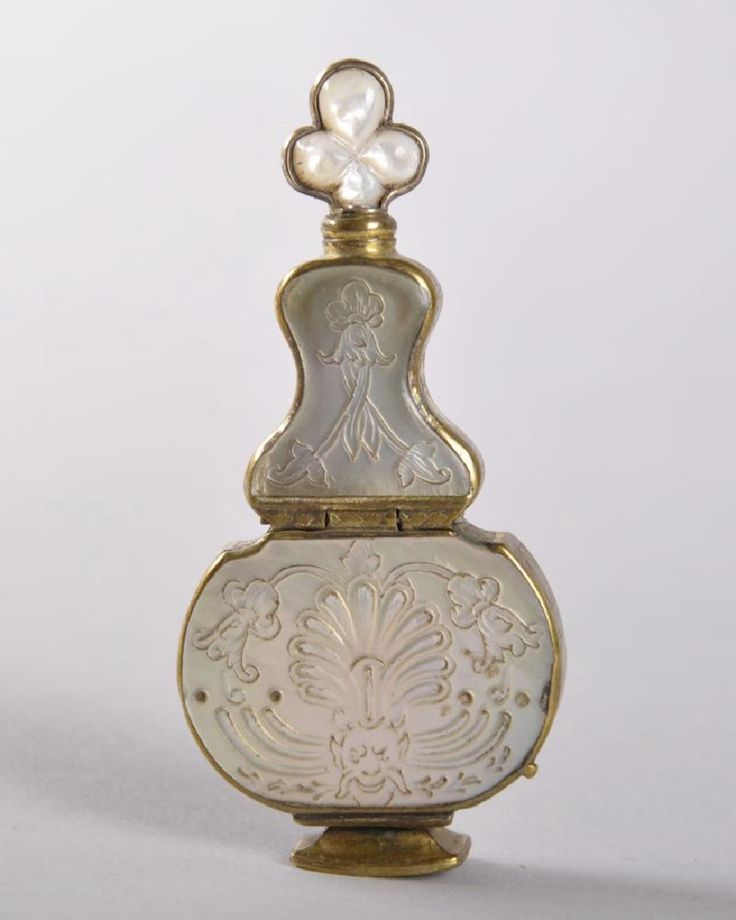 A VERY GOOD 18TH CENTURY FRENCH PERFUME BOTTLE