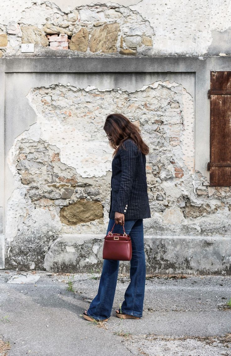 FLARED JEANS – THE URBAN BROWNIE