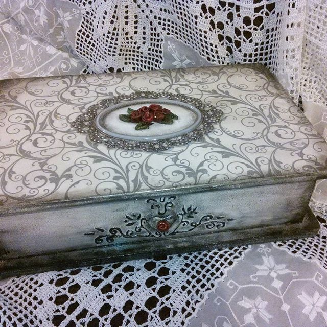 Roses  in black and white...  #decoration #decor #decoupage #handmade #handmadewithlove #homemade #art #artistic #restoration #restore #recycle #recycling #jewelrybox #box