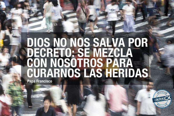 """La frase de hoy, 18 de noviembre, de #PapaFrancisco: """"Dios no nos salva por decreto: se mezcla con nosotros para curarnos las heridas"""""""