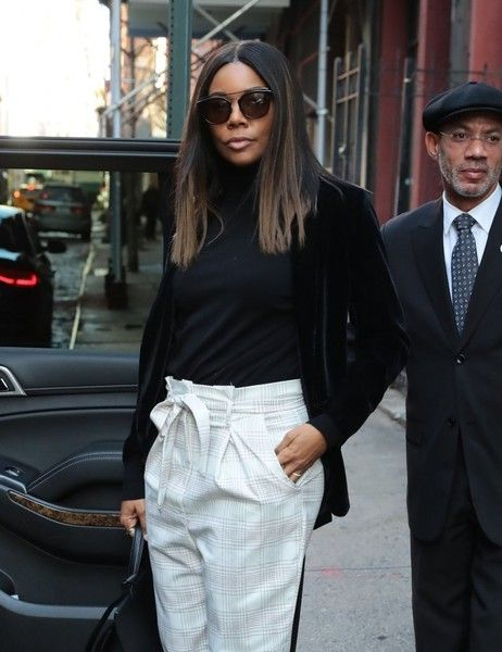 Gabrielle Union Photos - Actress Gabrielle Union is spotted stepping out in New York City, New York on January 11, 2017. Union stopped to pose for the cameras before catching her ride. - Gabrielle Union Steps Out In NYC